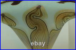 VANDERMARK GLASS VASE 11in TALL FAN SHAPED PULLED FEATHER VINTAGE 1977 SIGNED